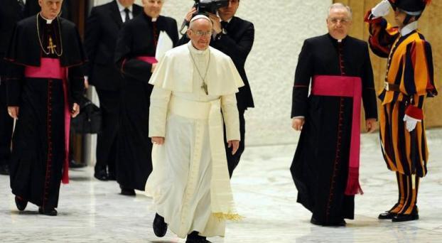 papa-francisco-caminando