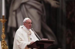 El Papa oficia una misa en San Pedro del Vaticano. MAURIZIO BRAMBATTI | EFE